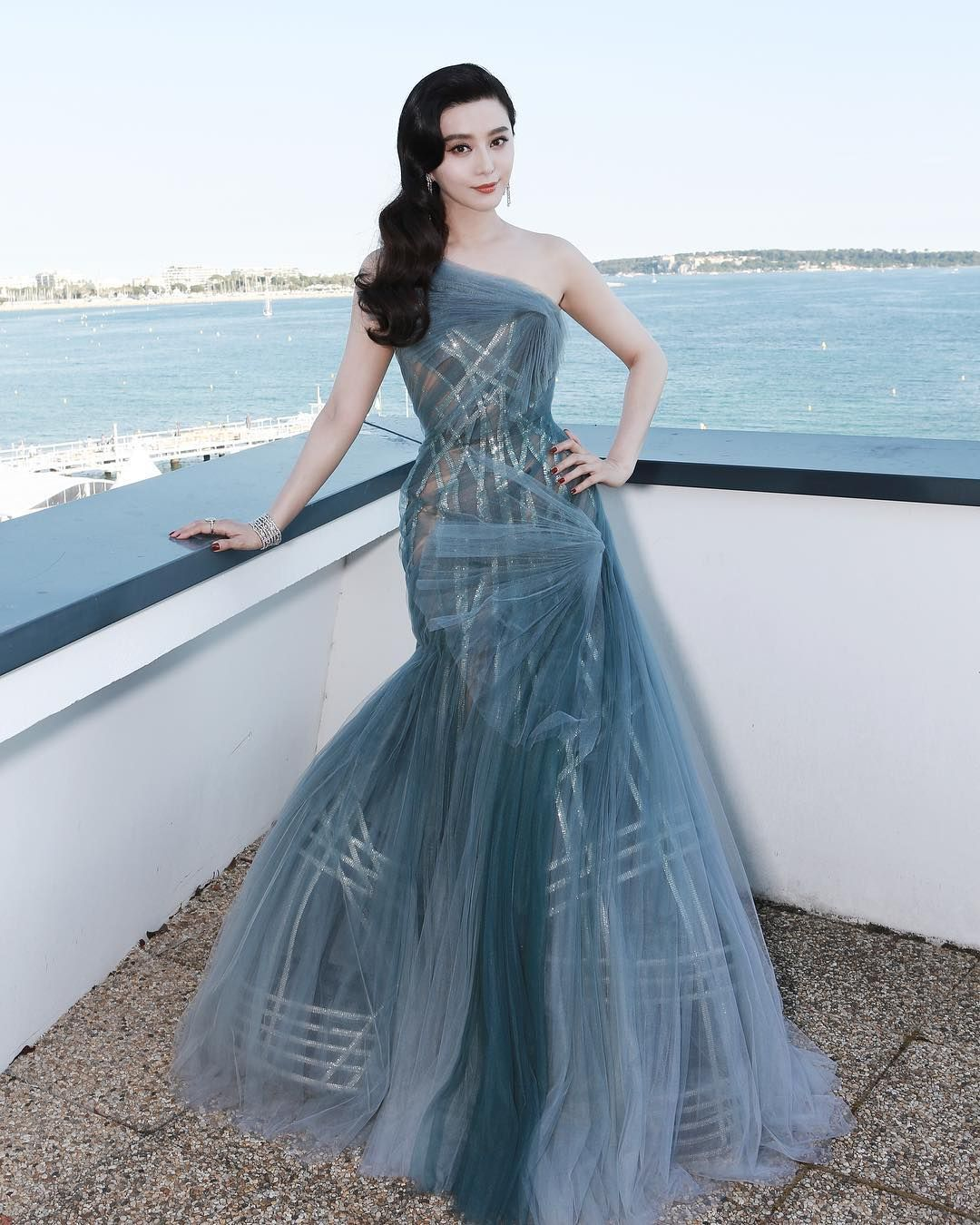 """""""Fan Bingbing in Atelier Versace S/S 2017. Ready for the Cannes Film Festival Closing Ceremony. My…"""""""
