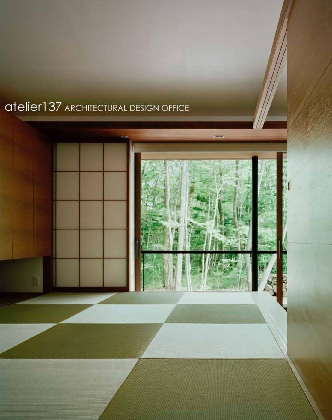 テラスとリビングが一体化した森に佇む家 Tatami Room Architecture Design Japanese House