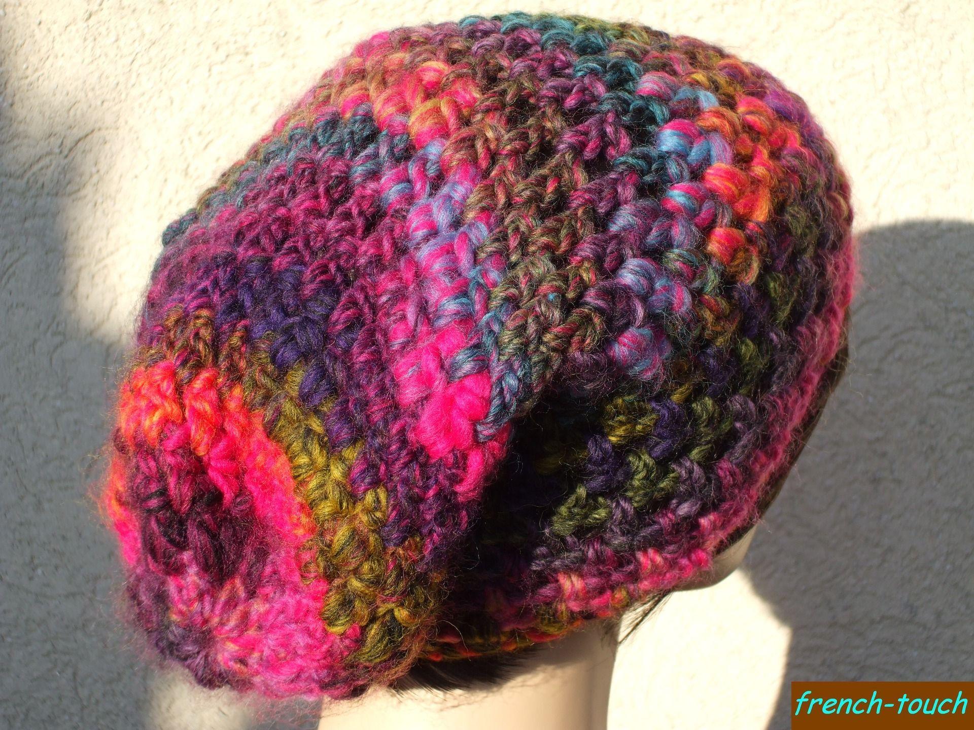 Bonnet slouch en laine multicolore fait main au crochet. Bonnet slouchy  accessoire de mode hiver en laine pour femme