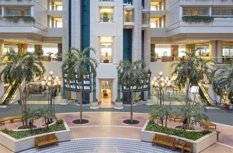 Featuring a fitness centre, an express check-in and check-out feature and a ballroom, the Hyatt Regency Orlando International Airport provid...