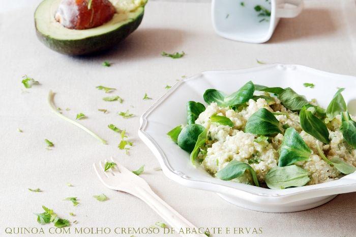 Quinoa com molho cremoso de abacate