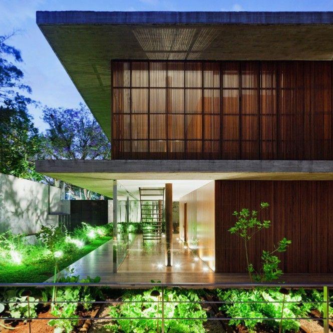 La maison toblerone au br sil un cocon de bois et de verre archi - La maison ysy par le studio auau ...