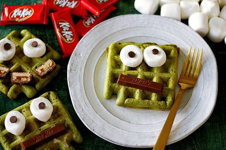 From edible spiders to pumpkin pancakes and monster smoothies, we've got 9 deliciously fun Halloween breakfast ideas your kids will scream for. #halloweenbreakfastforkids