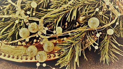 Satu Ylävaaran valokuvia: Joulun kelloja ja palloja