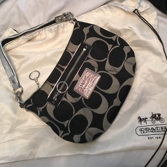 Coach Poppy Purse Coach Poppy purse. Only used a few times, outside and inside are clean! In mint condition! Coach Bags