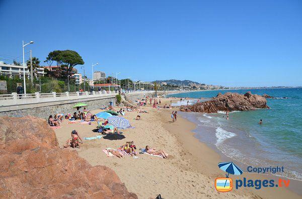 Photo de la plage des rochers cannes la bocca plage - Piscine coubertin cannes la bocca ...