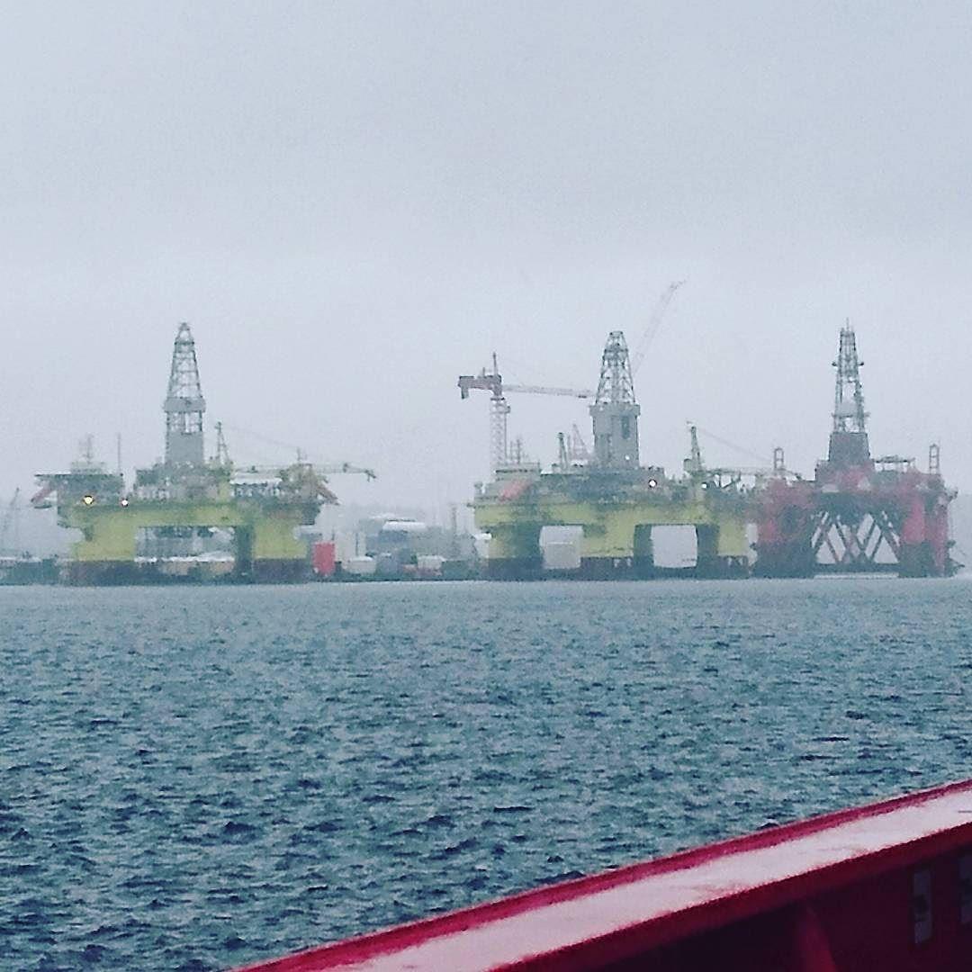 #oilrig #oilandgas picture taken from #siemdaya2 #Technip @fmc_technologies @seekoffshore @maritime.no #oljearbeider #offshorelife #northsea #rainy #CCB #Ågotnes #Bergen #mobilisation by amskau1