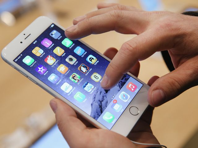 More people willing to use mobile pay apps like Apple Pay