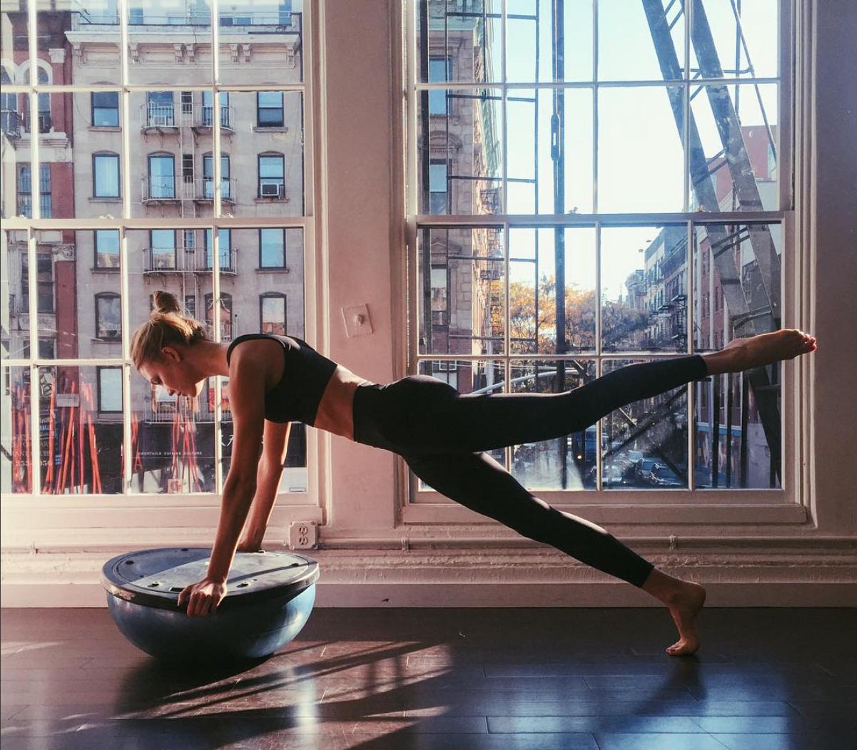 Güçlü Kollara Sahip Olmak İçin Plank Duruşunu Deneyin