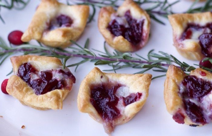 3 Ingredient Appetizers for a Crowd (Cranberry Brie Bites) #cranberrybriebites