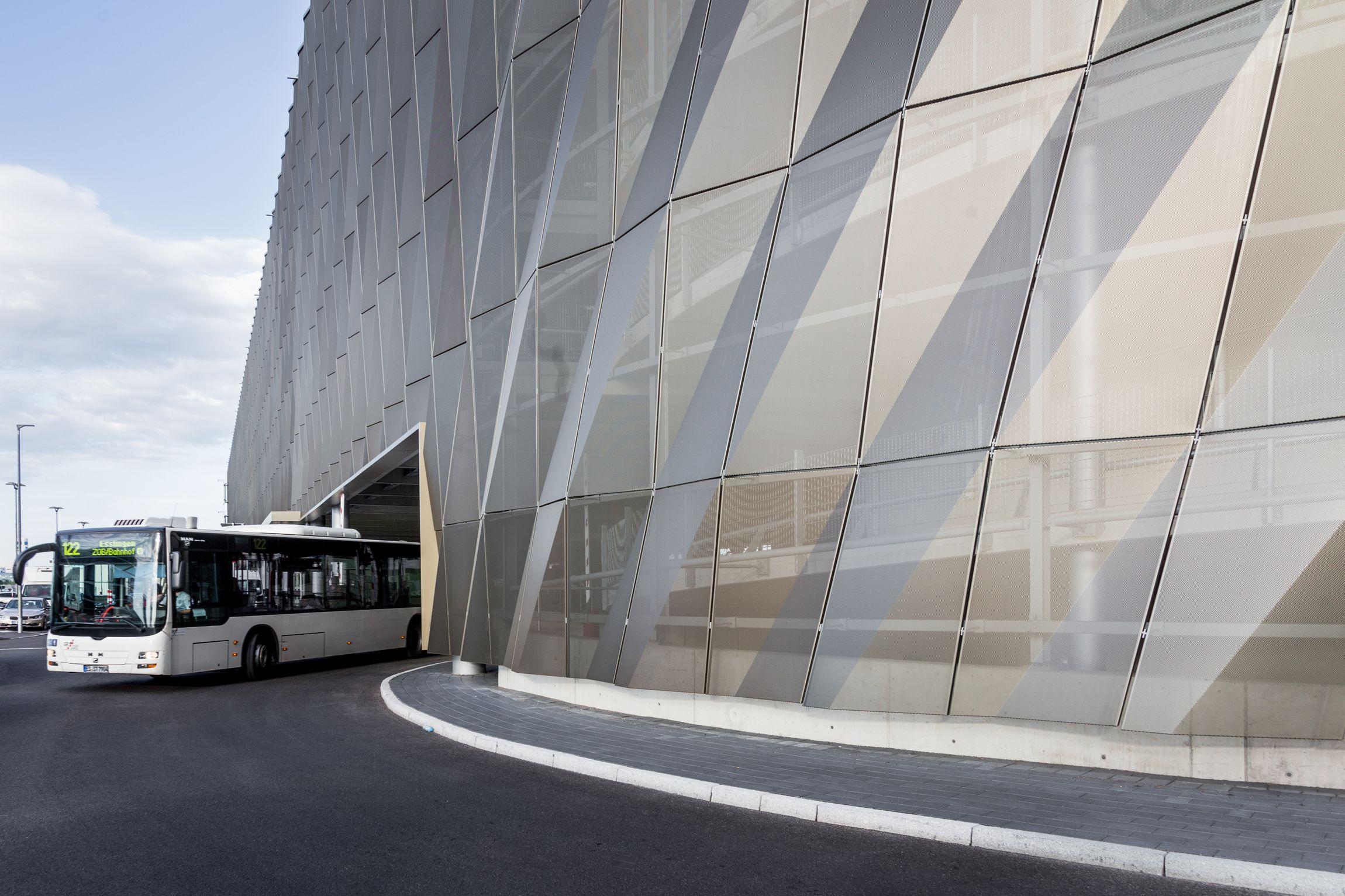 In Standiger Bewegung Busterminal Mit Parkhaus P14 Flughafen Stuttgart Architekt Wulf Architekten Architektur