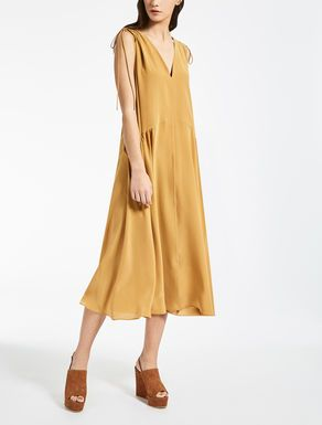 b07028247ac3 The 2017 Fall Winter Collection of Max Mara dresses for women.