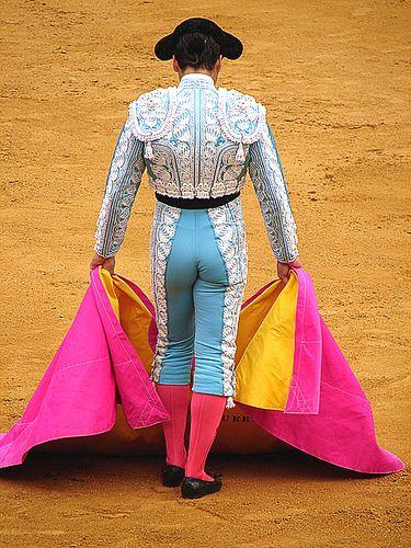 Resultado de imagem para Toureiro de fato cor de rosa
