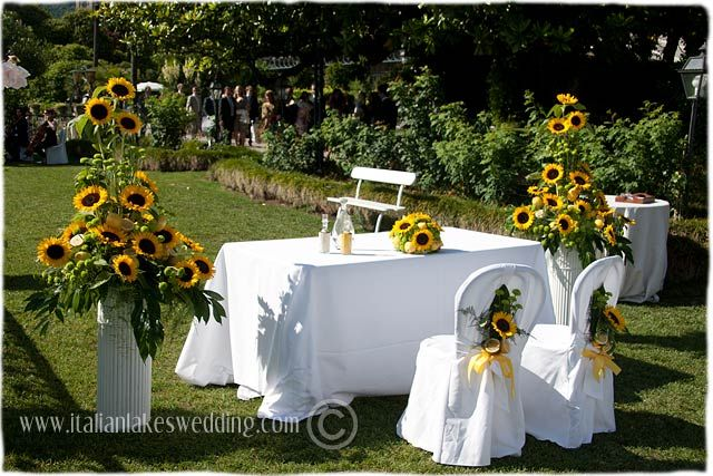 A Wedding With Sunflowers As The Theme On Lake Maggiore Sunflower Wedding Sunflower Themed Wedding Outdoor Wedding Decorations