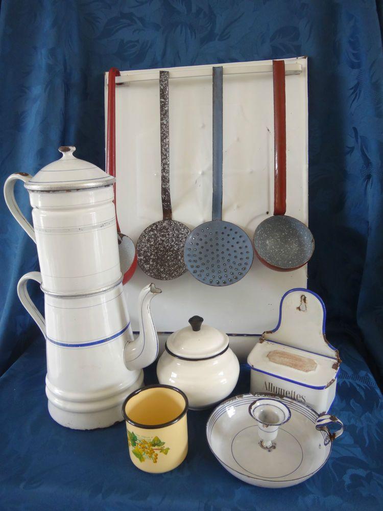 un ensemble d 39 ustensile de cuisine en t le maill e des ann es 50 vintage enamelware. Black Bedroom Furniture Sets. Home Design Ideas
