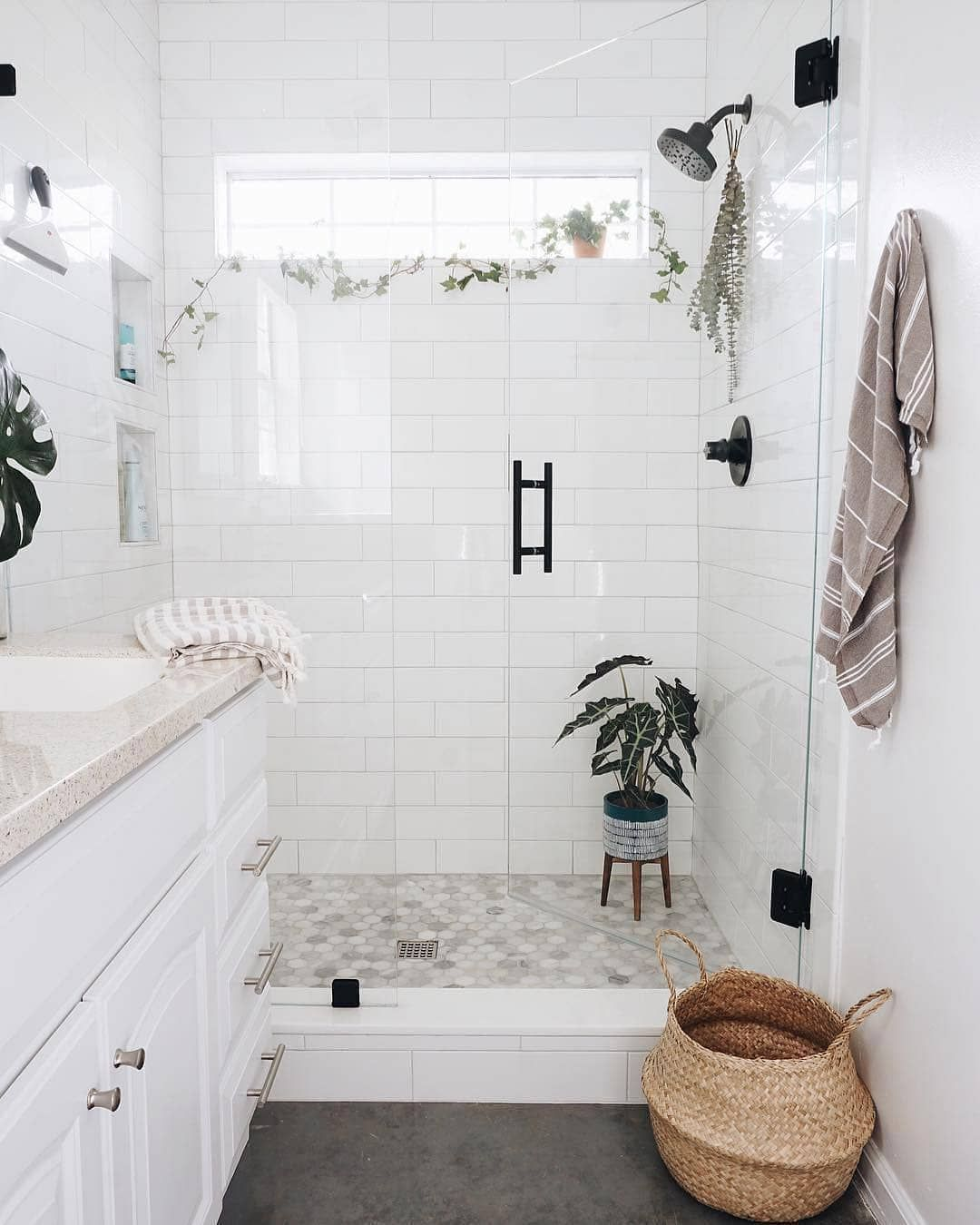 Serie 7 On Instagram Neutral Tones In The Bathroom The White Color Does Not Go Out Of Fashion And All White Bathroom White Bathroom Bathroom Inspiration