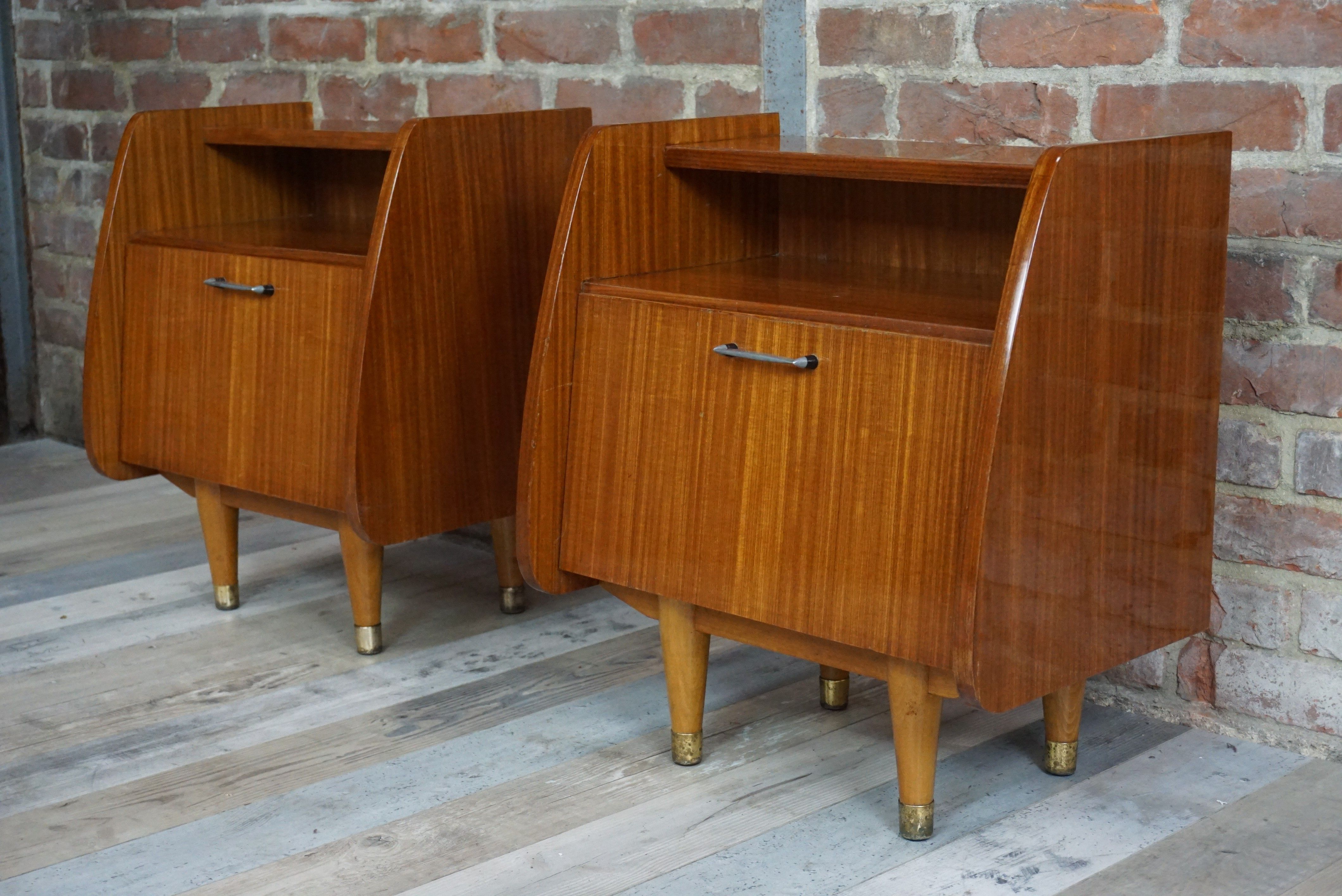 Paire De Tables De Chevets Annees 50 En Bois D Occasion Vintage Design Scandinave Industriel Ancien Vendu Sur Collector Chic De Table De Chevet Chevet Bois