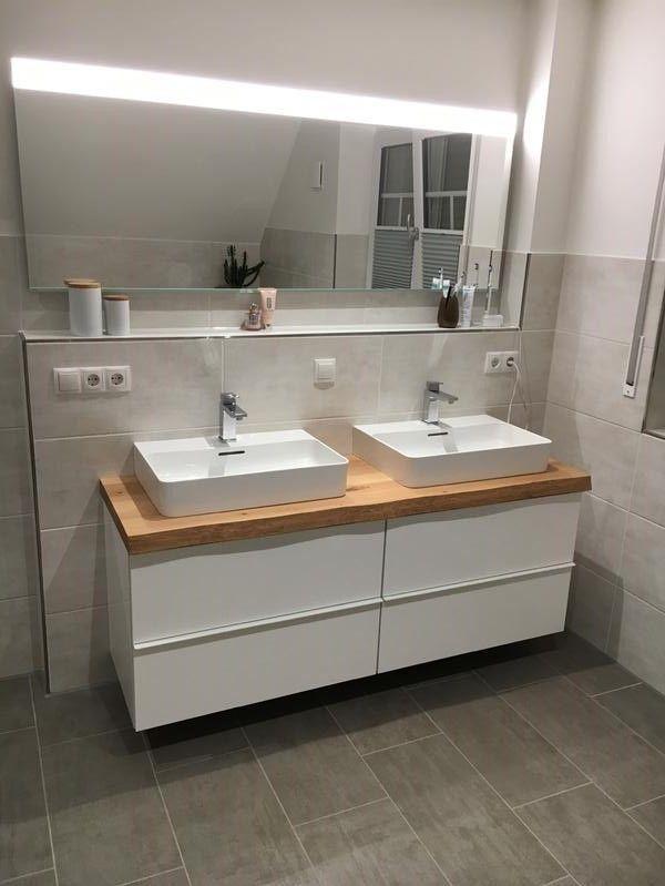 Waschtischplatten aus europäischem Holz mit weißen Unterschränken