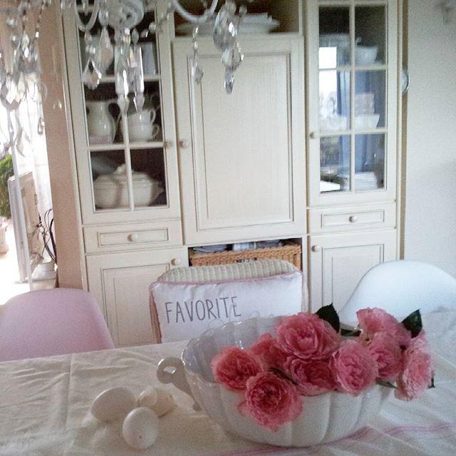 Good day sunshine....heute wird ein schöner Tag.....#weekend #whiteliving #whiteroom #frenchliving #dreams #decoration #romanrichomes #love#charmingrooms #chic