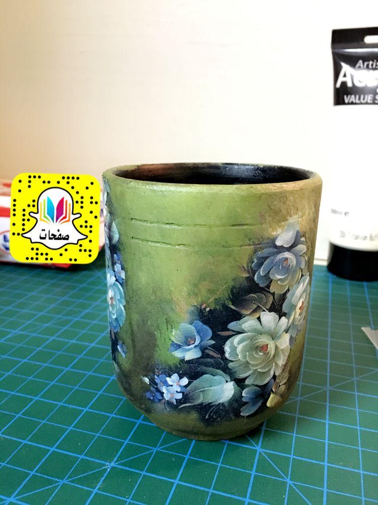 Decoupage On Pottery Cup ديكوباج على كاس الفخار باستعمال ورق الساندويتش ثم دمج الألوان حول الصور Decoupage Planter Pots Arty