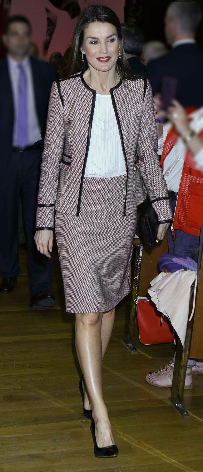 Ana Duato Piernas la reina letizia saca las piernas al sol en galicia