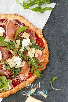 """Low Carb Pizza - mit """"echtem"""" Teig, nicht aus Gemüse, Quark oder Thunfisch #keto…"""