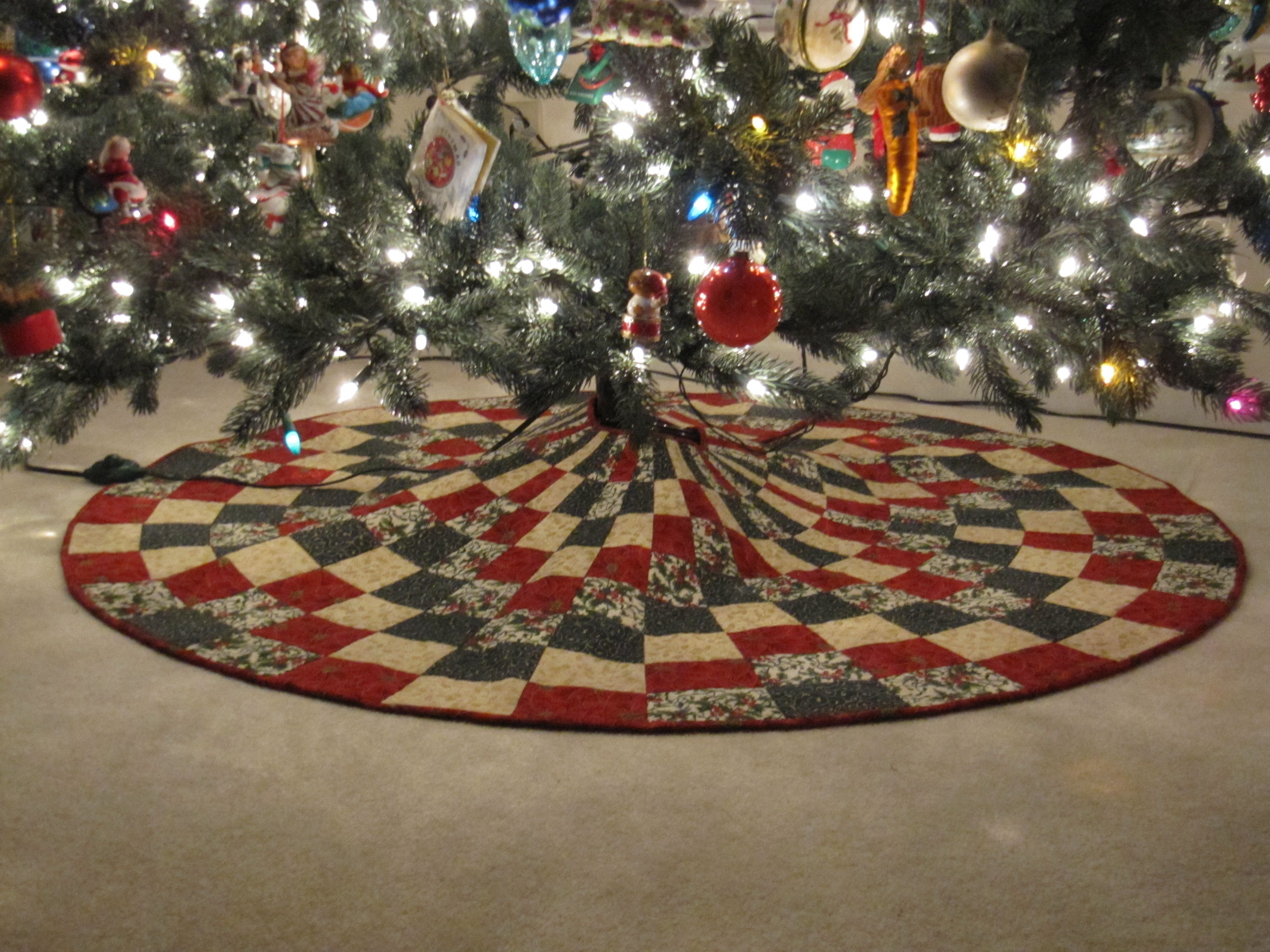 Christmas tree skirt pattern and degree ruler from