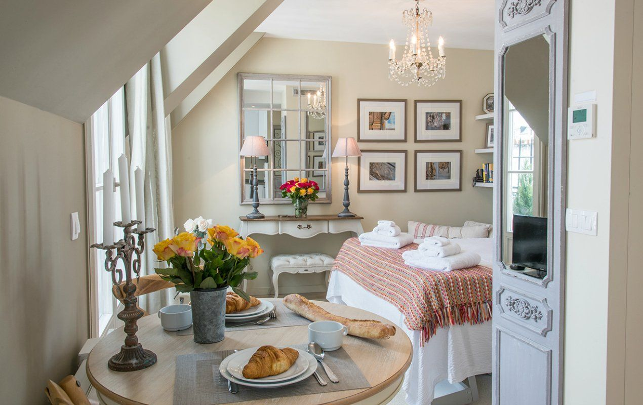 Small Space, Parisian Style! How to Decorate a Studio Apartment ...