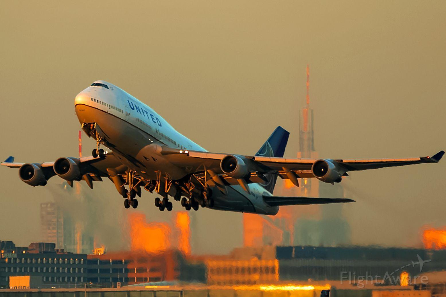 Photo of Boeing 747400 (N105UA) FlightAware Boeing 747