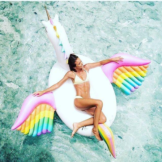 5 flotadores gigantes para tu postureo de verano for Flotadores para piscina