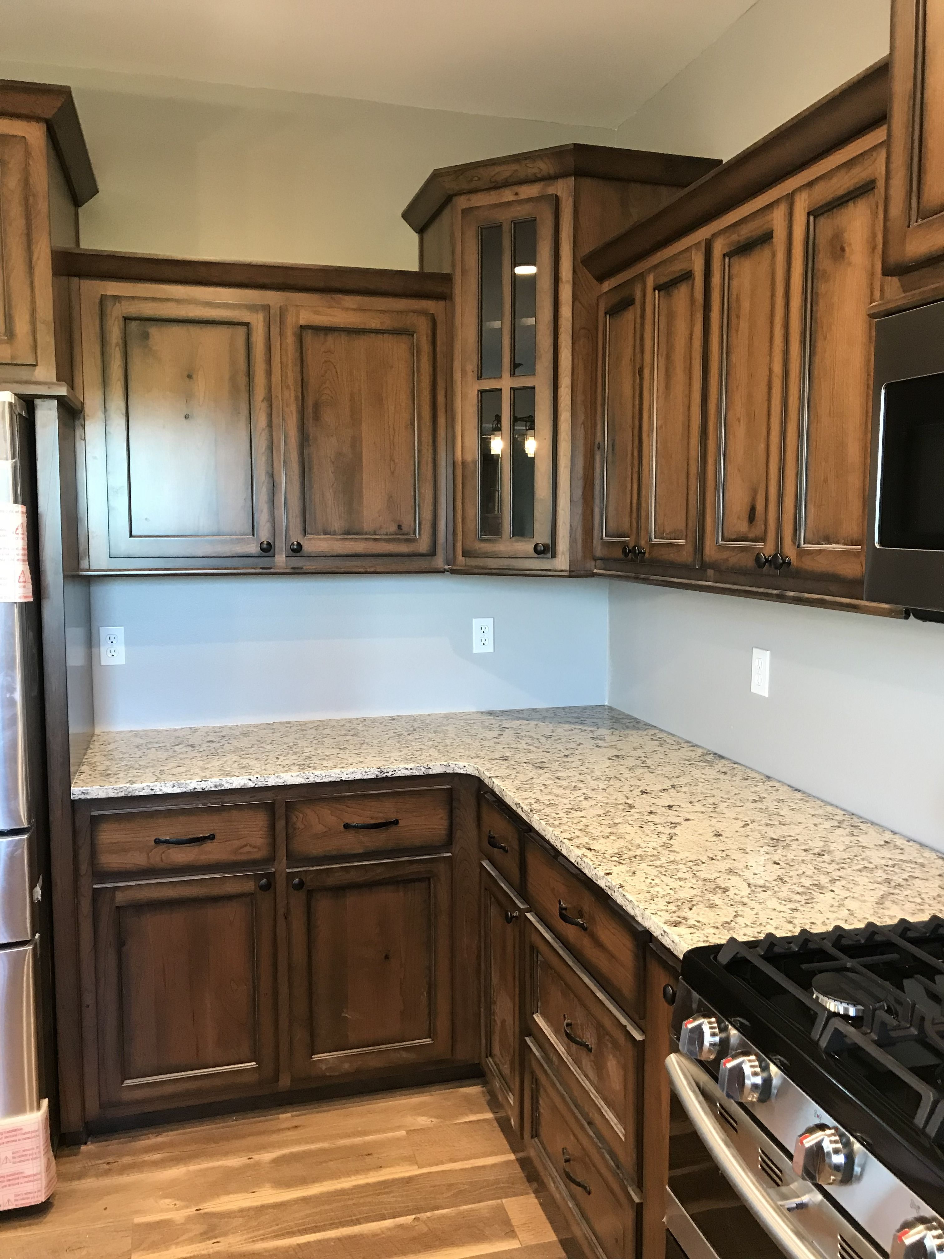 Best Rustic Cherry Cabinets With Early American Stain And 640 x 480
