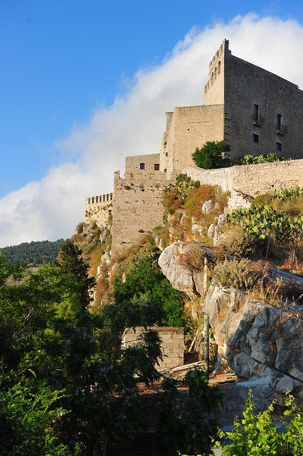 Castello di Caccamo, Palermo, Sicilia. 37°56′00″N 13°40′00″E