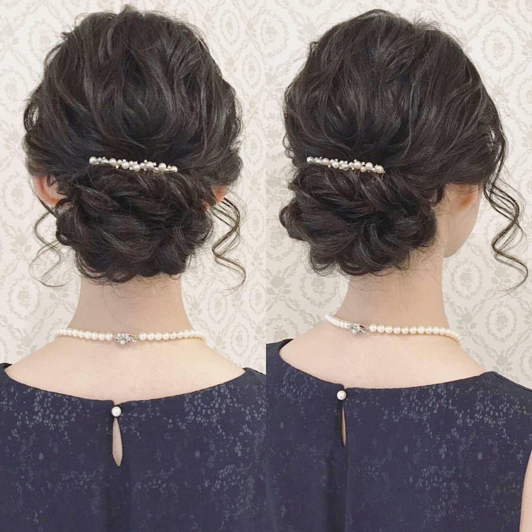 お呼ばれヘア 綺麗めスタイル 黒髪でも柔らかい雰囲気に 髪飾りは