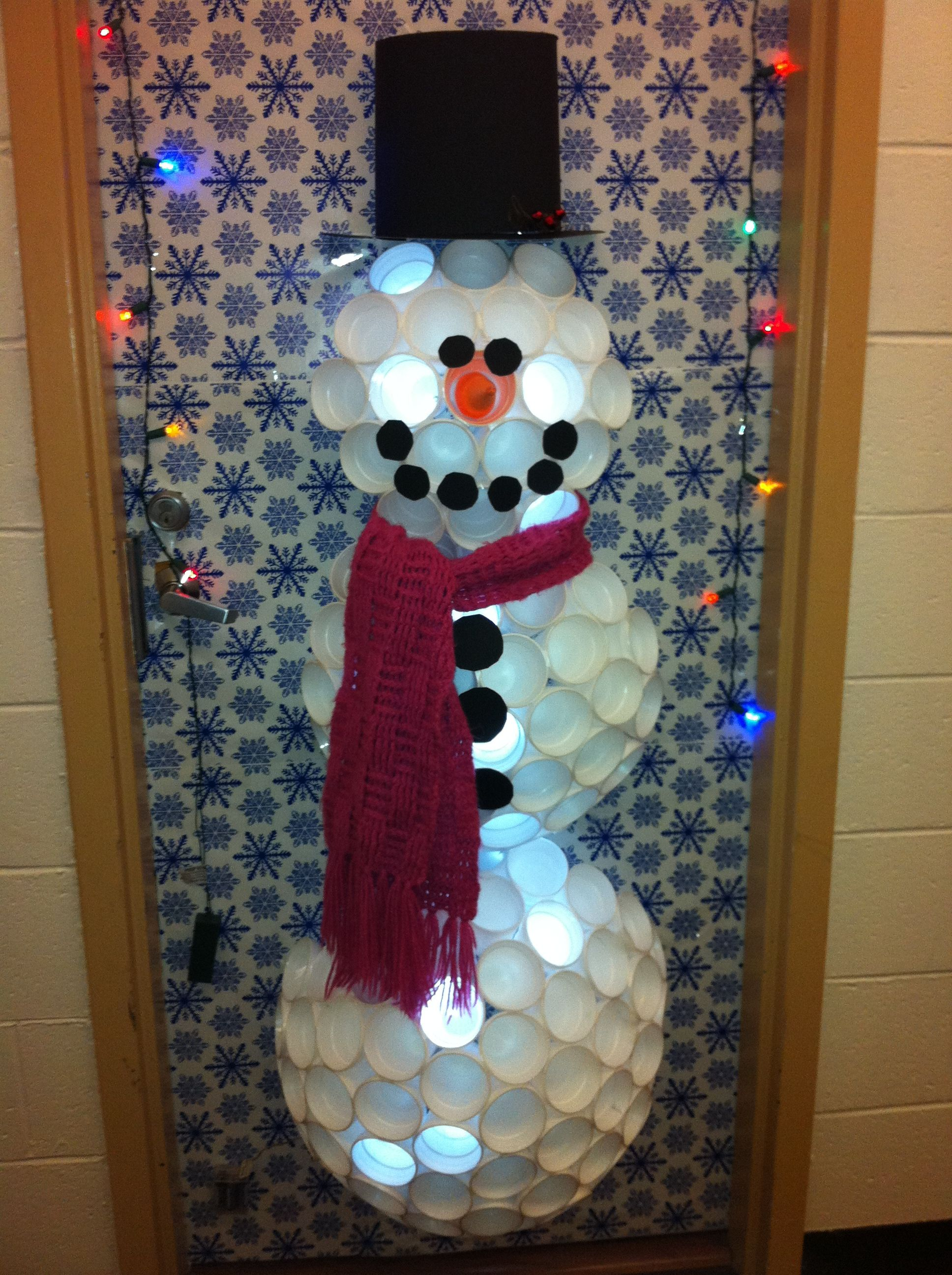 Have a little fun during the holiday! Decorate your college dorm ...