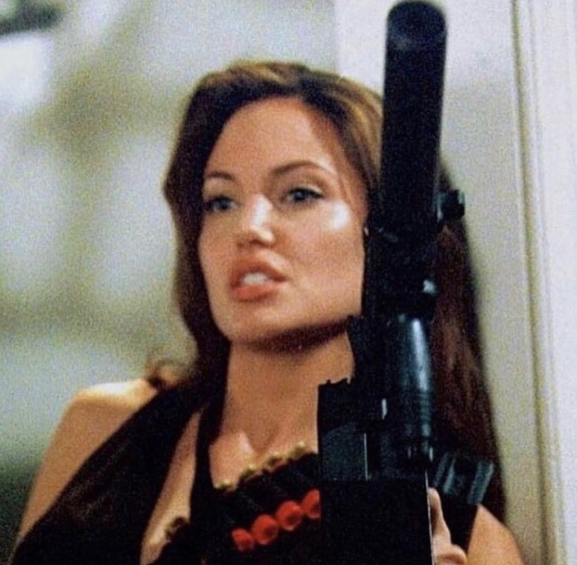 Angelina Jolie Mr And Mrs Smith Interview Pin By Heidi H On My Brain In 2020 Angelina Jolie Bad Girl Aesthetic Angelina Jolie 90s