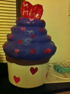 Cupcake Valentines box Made out of a gallon ice cream bucket