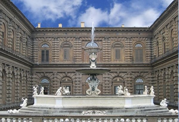 Palazzo Pitti, Florence, Italy; the courtyard added by Bartolomeo Ammannati between 1560-1570, with the 'fontana del carciofo' (artichoke's fountain) in the foreground.