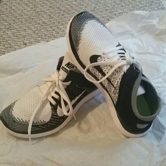 new product fdb9a 1f357 Nike free flyknit 4.0 (oreo) size 8 Nike free flyknit 4.0 ...