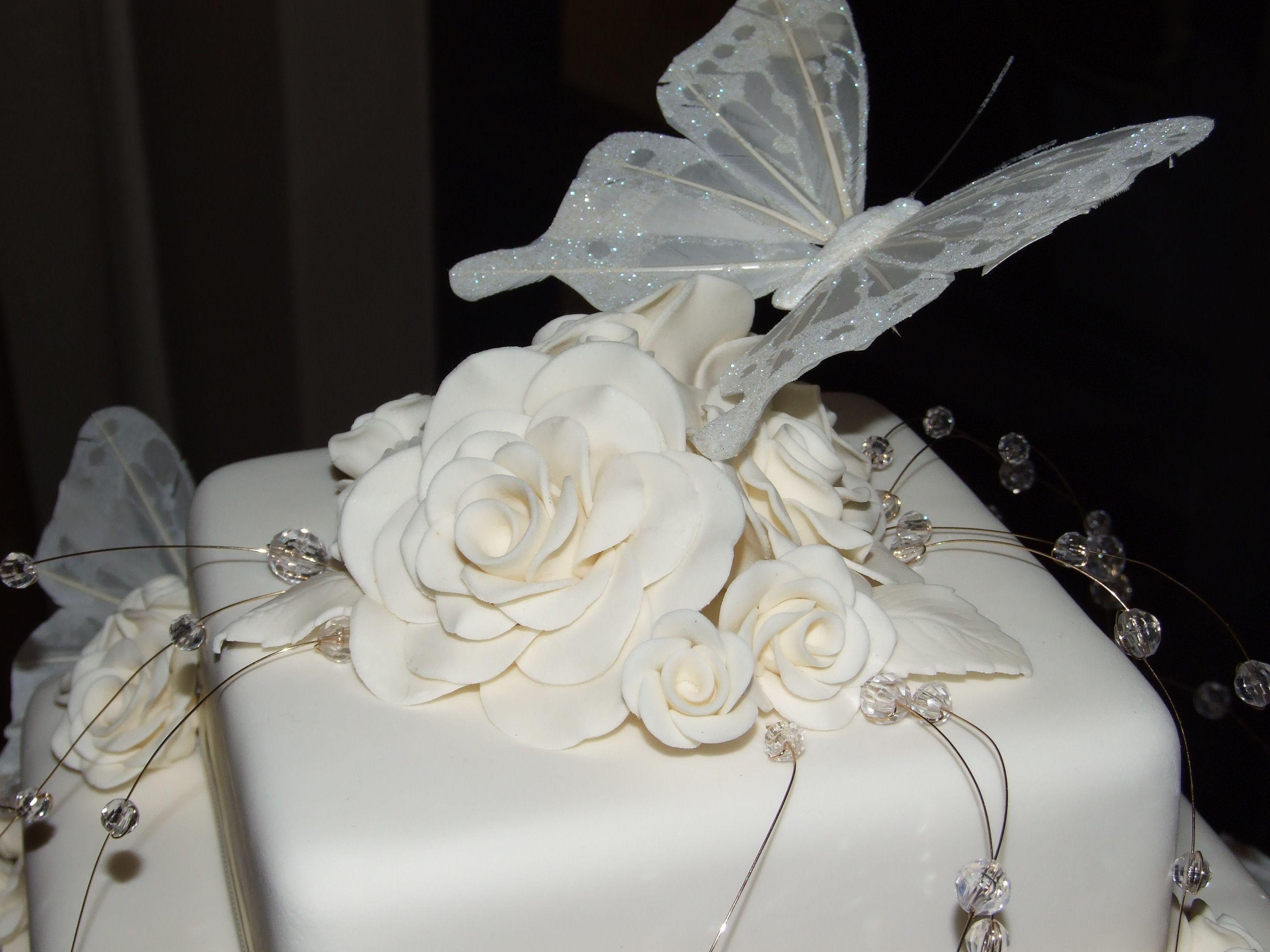 Maroon and white wedding decor  Jewels u Butterflies Wedding Cake  my sweet dreams  Pinterest