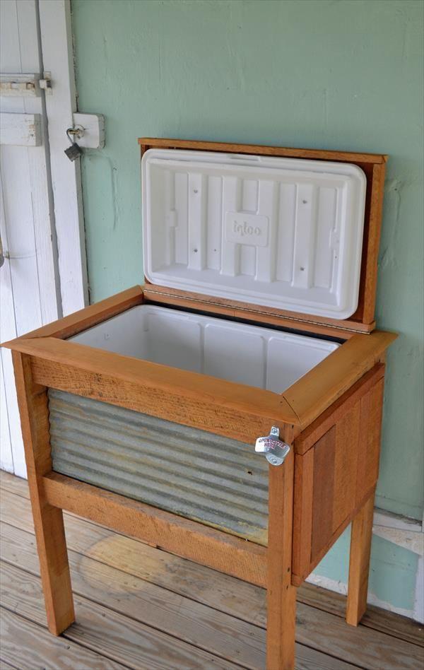 Diy rustic pallet wood outdoor cooler pallet wood for Diy patio cooler