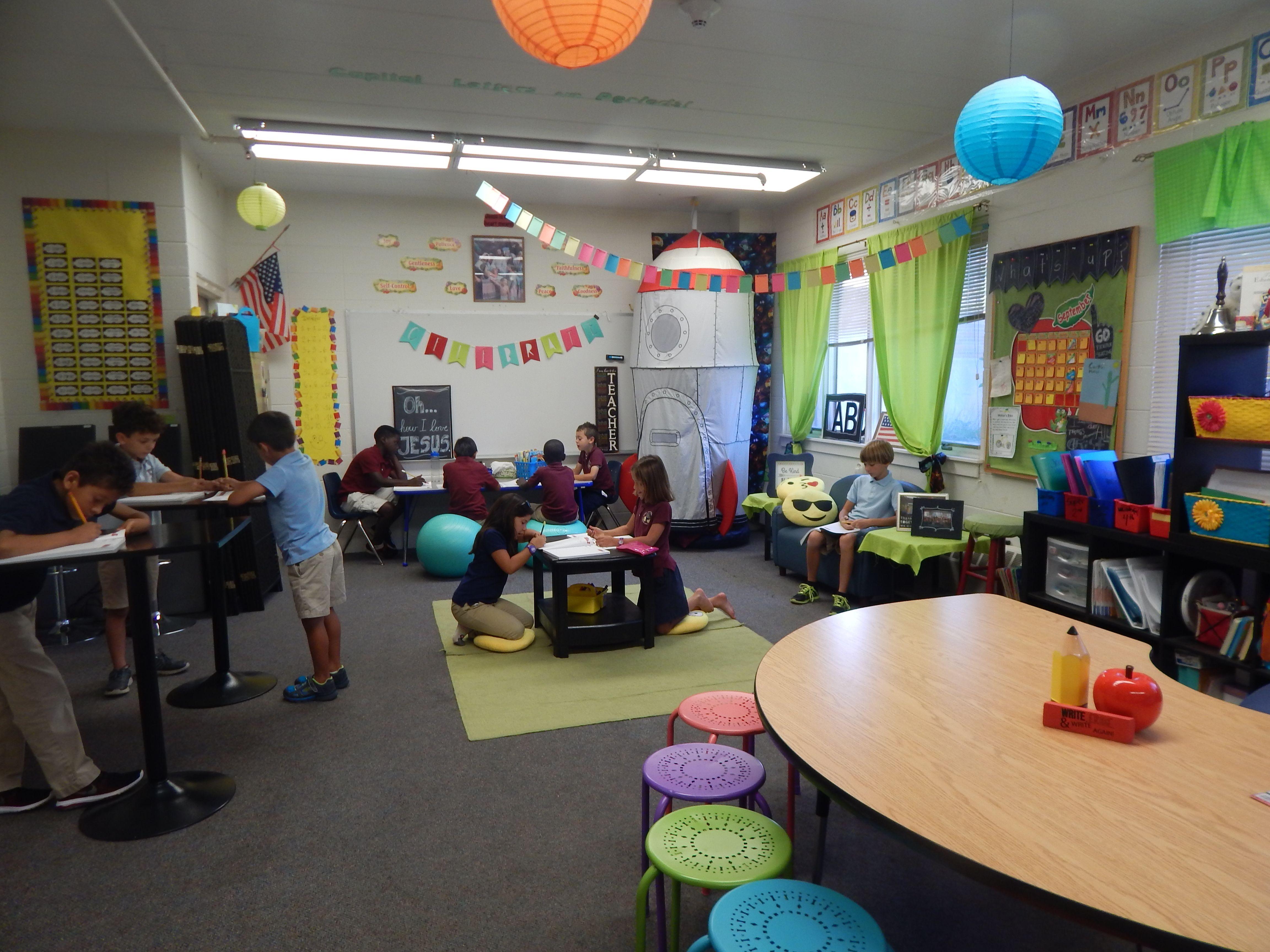 Kindergarten classroom table - Flexible Seating In Classrooms Standing In The Classroom Kneeling Lying Down Bouncing