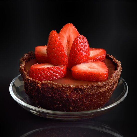 A delicious no bake vegan chocolate tart served with fresh strawberries is the perfect summer dessert.