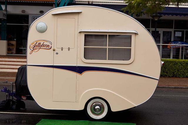 les 25 meilleures id es de la cat gorie caravane r tro sur pinterest caravane caravanes. Black Bedroom Furniture Sets. Home Design Ideas