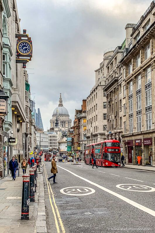 St Paul's Cathedral and the City of London. This is a great place for a London walk. Click through for more pictures on the A Lady in London blog. #walks #london #cityoflondon #cathedral