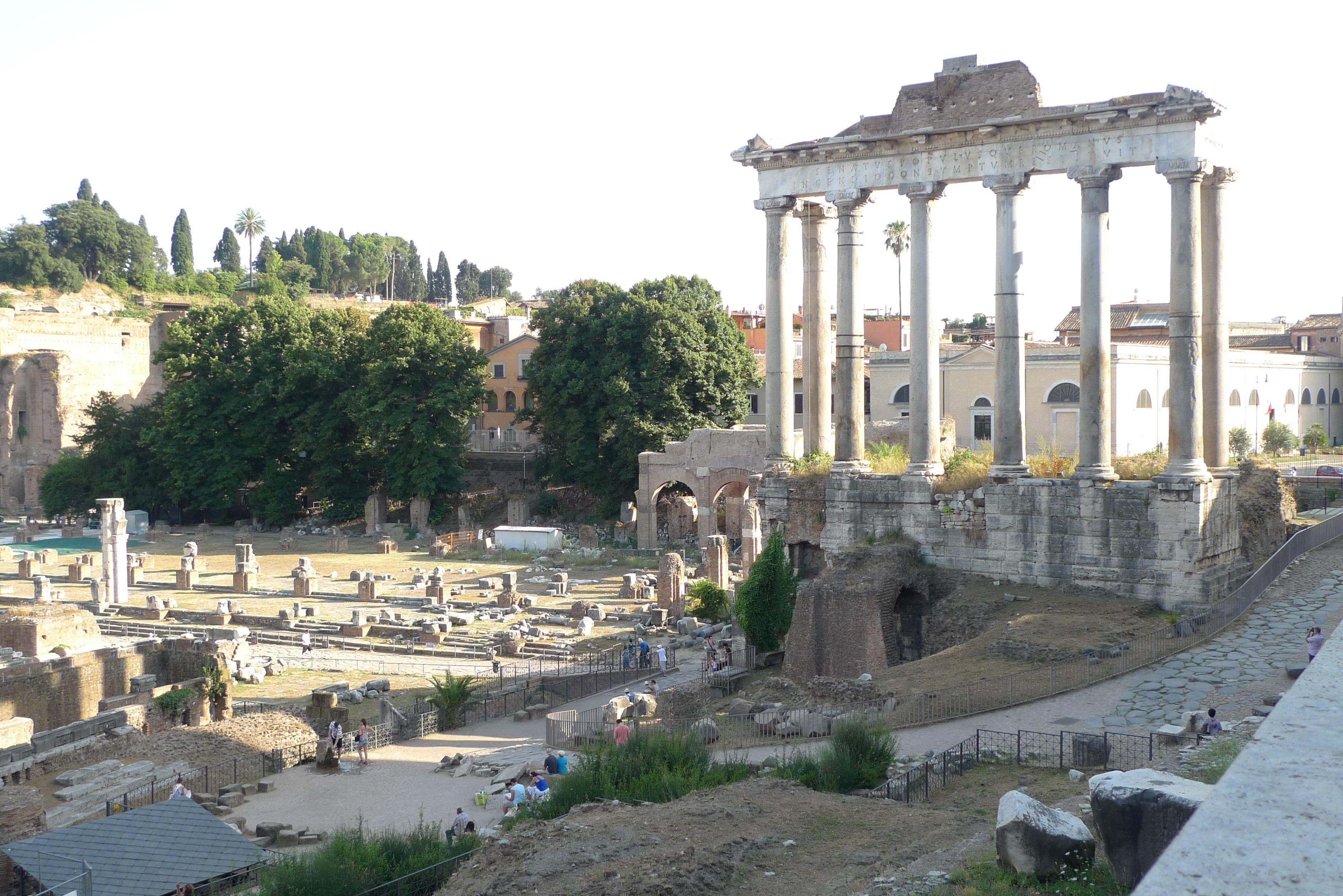 Foro Romano, Rome, Italy : 캄피돌리오 언덕가는 길에서 바라본 포로 로마노 풍경.