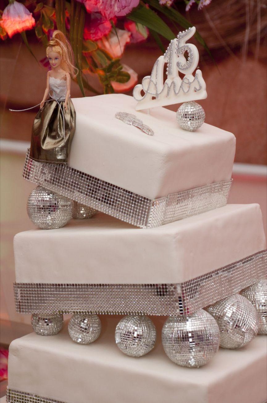 Bolos decorados para 15 anos ideias modelos e fotos de bolos de lindos modelos de bolos decorados para festa de 15 anos bolos com pasta americana thecheapjerseys Choice Image