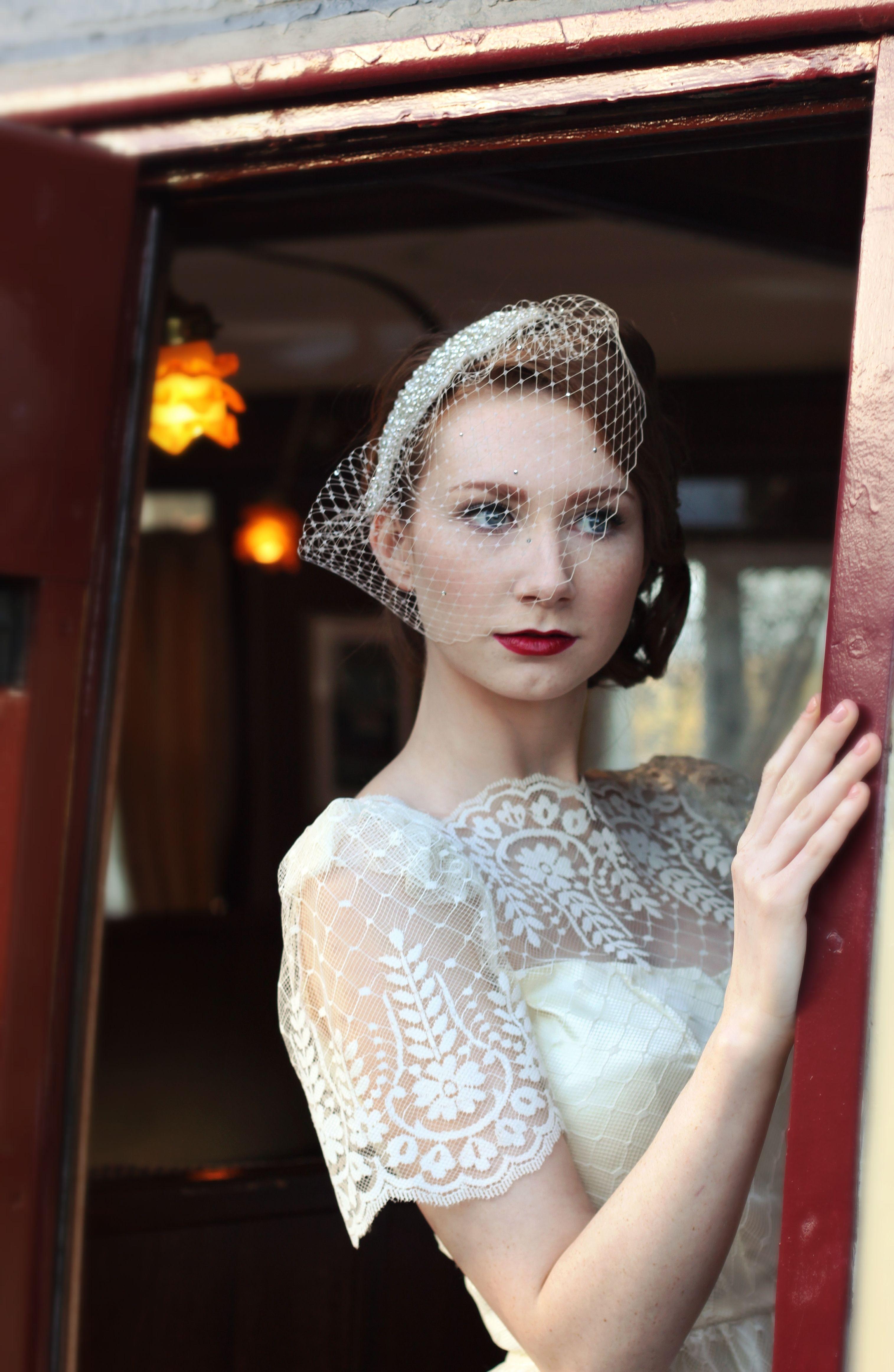 1950s Lace Wedding Dress Lace Tea Length Vintage Bridal Makeup Birdcage Veil Www Vintagepearl Bridal Shoes Vintage Vintage Bridal Makeup Belle Bridal
