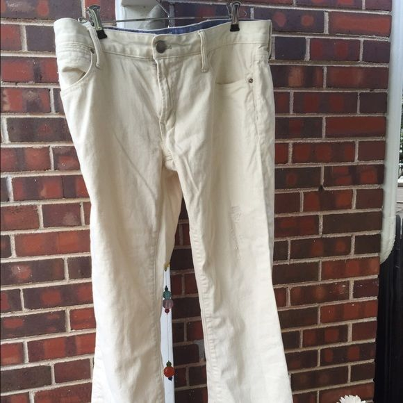Gap 1969 distressed jean capris Gap 1969 distressed jean capris GAP Jeans