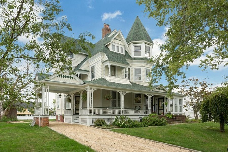 190 Clocks Blvd Massapequa Ny 11758 Mls 2887200 Zillow Victorian Homes American Houses House