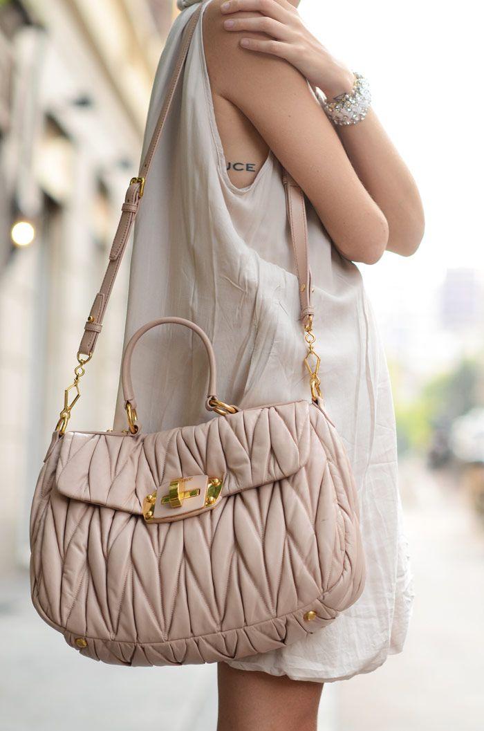 ca9d6ca5a bolsa linda   street style ozllo   Schöne kleider, Kleider e Handtaschen